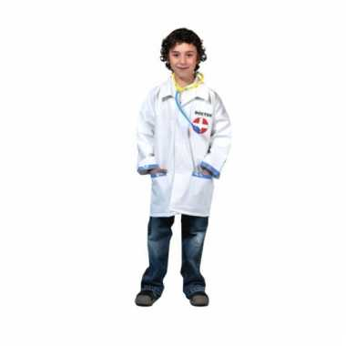 Goedkope doktersjas kind met stethoscoop