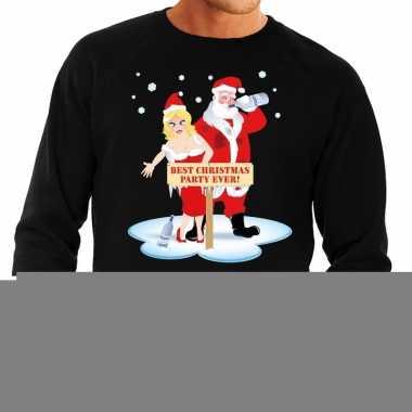 Goedkope foute kersttrui zwart met een dronken kerstman en zijn vrouw