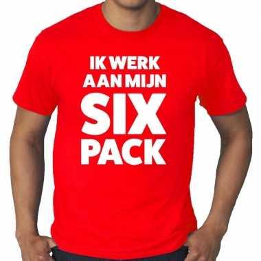 Goedkope ik werk aan mijn six pack fun t shirt rood voor heren