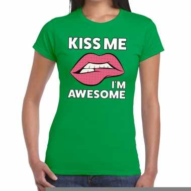 Goedkope kiss me i am awesome groen fun t shirt voor dames