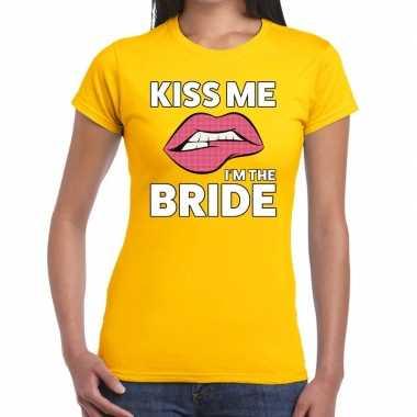 Goedkope kiss me i am the bride geel fun t shirt voor dames