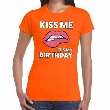 Goedkope kiss me it is my birthday oranje fun t shirt voor dames