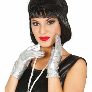 Goedkope korte verkleed handschoenen metallic zilver 22 cm