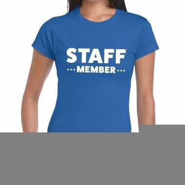 Goedkope personeel t shirt blauw met staff member bedrukking voor dam