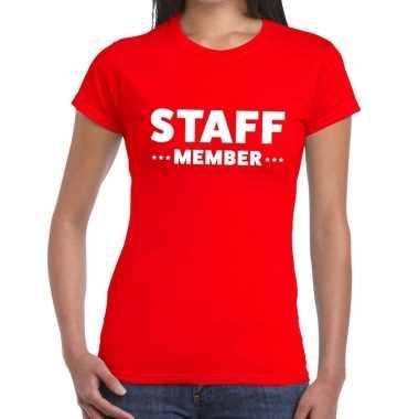 Goedkope personeel t shirt rood met staff member bedrukking voor dame