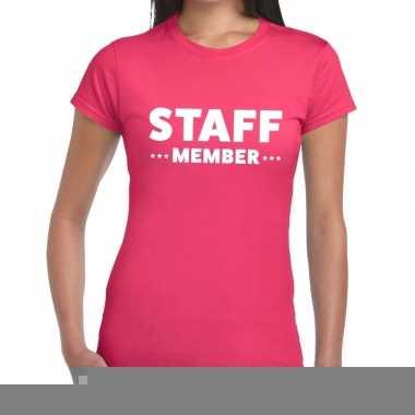 Goedkope personeel t shirt roze met staff member bedrukking voor dame