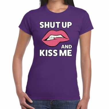 Goedkope shut up and kiss me paars fun t shirt voor dames