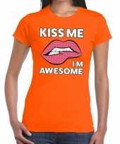 Goedkope kiss me i am awesome oranje fun t-shirt voor dames