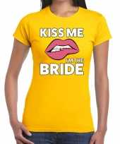 Goedkope kiss me i am the bride geel fun t-shirt voor dames