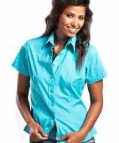 Goedkope turkoois gekleurd dames overhemd met korte mouwen